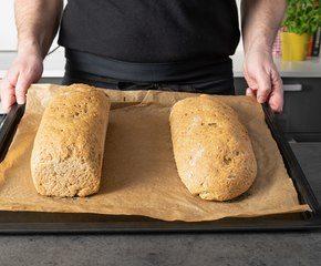 <p>Stek brødene –og voila –nystekt og velsmakende brød</p>