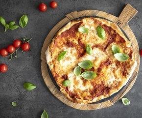 <p>Nyt ekte italiensk pizza med sprø bunn. Gode råvarer med rene smaker er alfa omega</p>