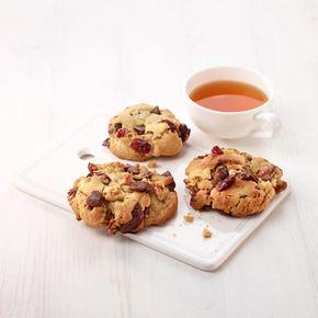 Cookies med sjokolade, nøtter og bær