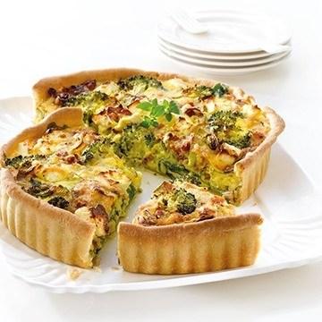 Grov pai med kylling og basilikumkrem